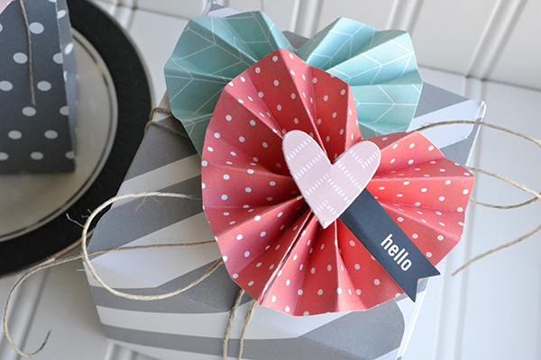 Accordion Folded Heart Box by Aly Dosdall_close