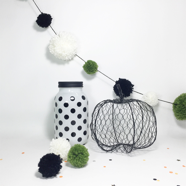 Pom Pom Halloween Garland by Aimee Maddern for We R Memory Keepers #halloween #DIYParty #wermemorykeepers