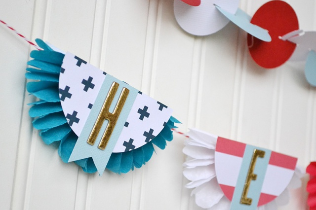 Military Hero Banner by Aly Dosdall for We R Memory Keepers #veteransday #patrioticcrafts #DIYParty