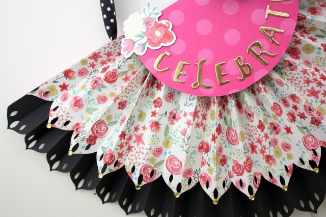 Shellye McDaniel-DIY Party Fringe Board Rosette Bunting5