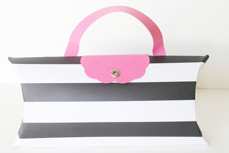 Pillow Box Gift Wrap by Laura Silva 11