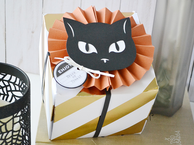 Halloween treat boxes we r memory keepers blog halloween treat boxes by aly dosdall 5 maxwellsz