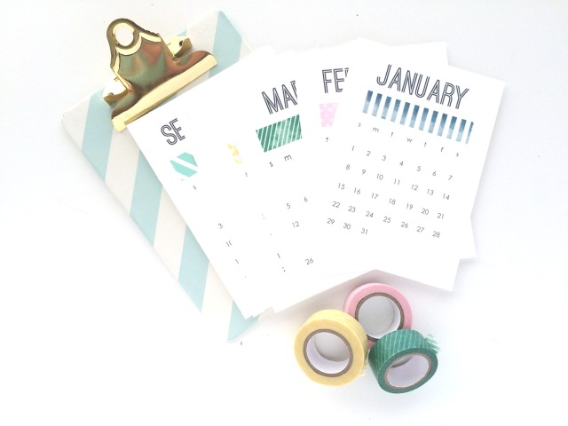 2017-printable-desk-calendar-by-aly-dosdall-1