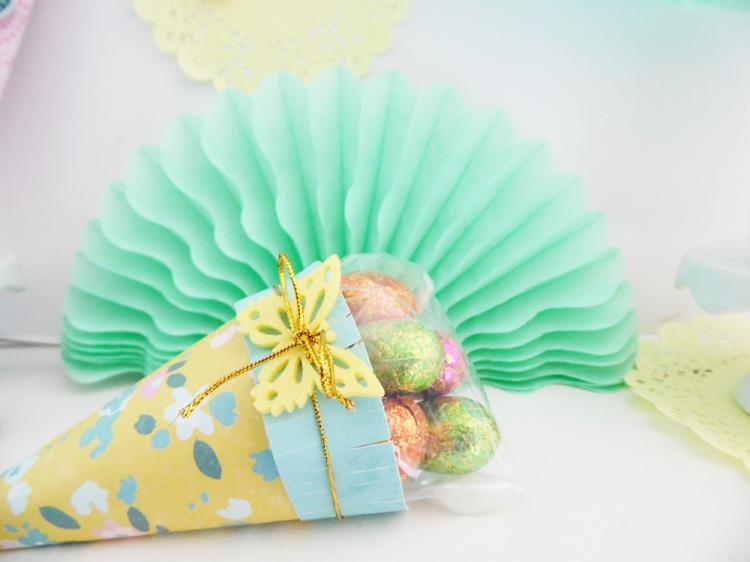Easter Treat Bags by Soraya Maes for We R Memory Keepers