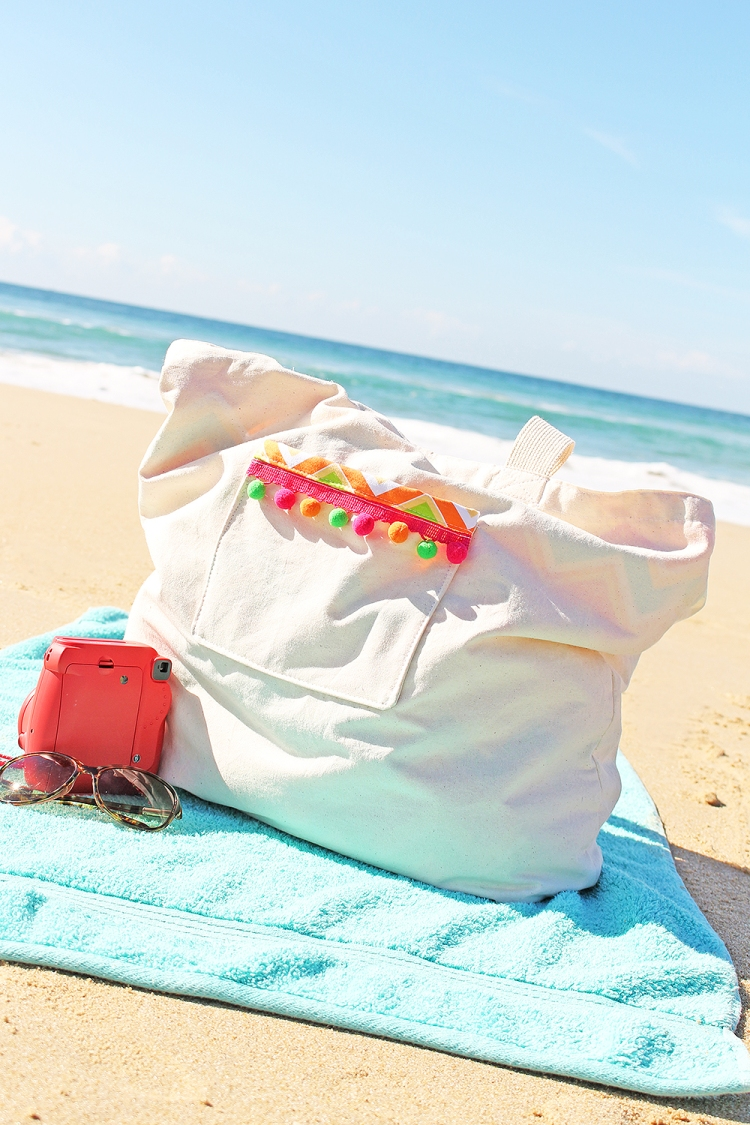 DIY Beach Bag with the Stitch Happy sewing machine by Chantalle McDaniel for We R Memory Keepers