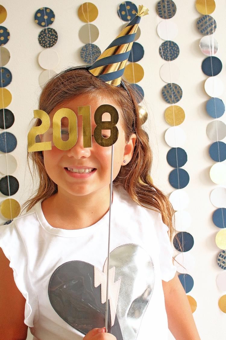 New Years Eve Photo Backdrop by Chantalle McDaniel for We R Memory Keepers