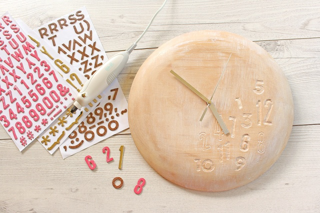 DIY Clock with the USB Rotary Tool by Chantalle McDaniel for We R Memory Keepers