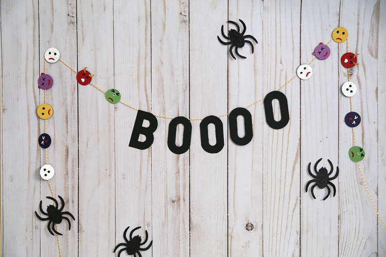 Halloween Emoji Garland by Eva Pizarro for We R Memory Keepers
