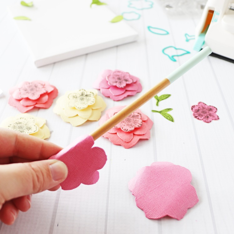 Paper Flower Canvas with the Mini Evolution by Laura Silva for We R Memory Keepers